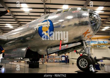 WW2 Boeing B29 Superfortress 'SENTIMENTAL Journey' en la pantalla en el Pima Air & Space Museum de Tucson, AZ