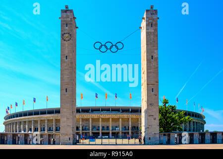 Berlin, Berlin state / Alemania - 2018/07/31: Exterior del histórico estadio Olympiastadion, originalmente construido para los Juegos Olímpicos de Verano en 1