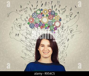 Cerrar el retrato de una mujer joven con colorida marcha cerebro por encima de la cabeza. Feliz emoción, pensamiento positivo con flechas y curvas como pensamientos. Concepto f