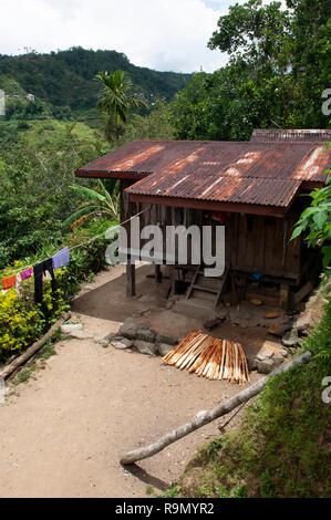 Las Tradicionales Casas De Madera En Terrazas De Arroz De