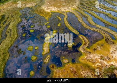 Drone disparo, paisaje de páramo, humedales, estructuras abstractas, Junsele, Västernorrlands län, Suecia