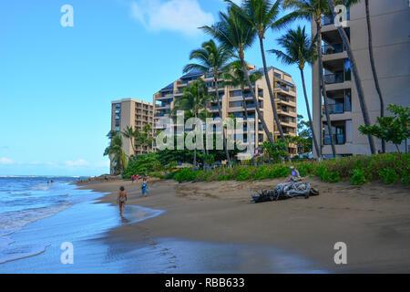 Adorable Kahana Beach en Maui, Hawai. Situado entre Kaanapali y Kapalua, en la costa noroeste. Gran vista de Molokai a través del agua