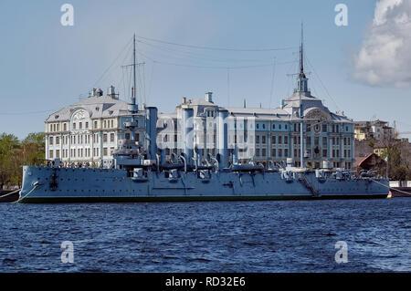 San Petersburgo, Rusia - Mayo 16, 2006: La Aurora es un crucero protegido ruso 1900 conservada actualmente como un barco museo Foto de stock