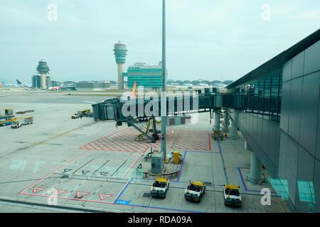 Vista de la torre de control del aeropuerto internacional de Hong Kong. China