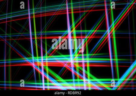 Una luz brillante y colorida imagen abstracta en pintura con rojo, verde, azul y amarillo líneas borrosas sobre un fondo negro, la creación de una red