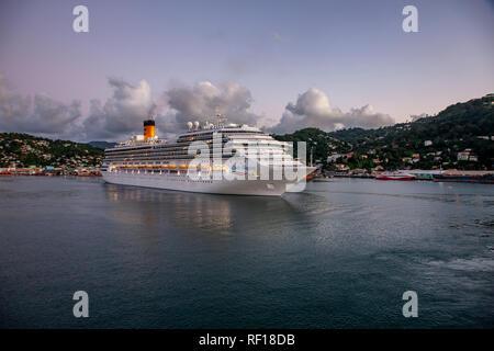 Costa Magic dejando Castries Santa lucía una de las Islas de Barlovento en el Caribe.