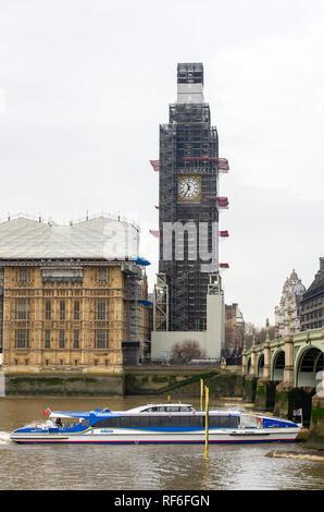Los trabajos de renovación que se están llevando a cabo en las Casas del Parlamento y el Big Ben torre del reloj Westminster Londres, Gran Bretaña.