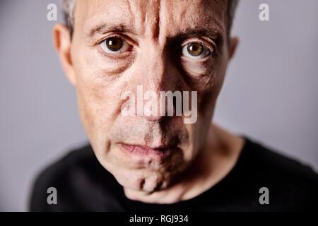 Retrato de decepcionado hombre maduro