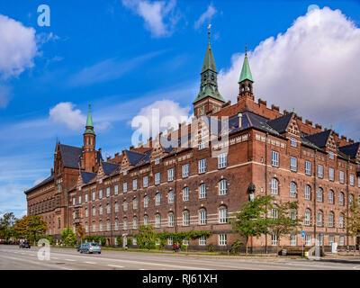 23 de septiembre de 2018: Copenhague, Dinamarca - El Ayuntamiento de Copenhague o RÃ¥dhus desde H C Andersens Boulevard.