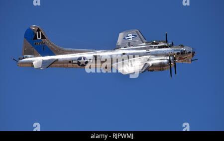 Un bellamente restaurado de la II Guerra Mundial era el bombardero B-17 vuela a Lucas Días en Arizona en 2018