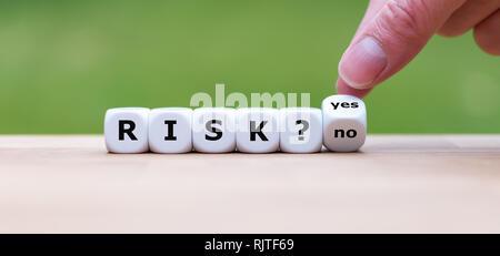 Tomar un riesgo? La mano se convierte un dados y cambia la palabra 'no' a 'yes' (o viceversa).