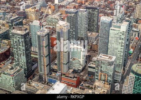 Toronto, Ontario, Canadá - 12 de enero de 2019. Vista aérea, tomada desde la Torre CN, de los edificios en el centro de la ciudad,