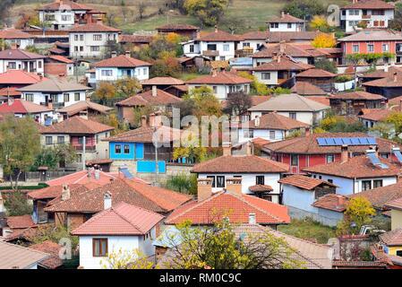 Vista de la ciudad desde la iglesia de Sveta Nikola en Koprivstica, Bulgaria