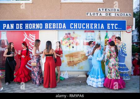 """España, Sevilla: la """"Feria de Abril"""", la Feria de Abril de Sevilla, es el festival más importante de la Semana Santa, además de la Semana Santa. Esta feria también Foto de stock"""