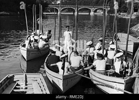 Isabella bridge, río Po, jóvenes regatistas, Turín, Piamonte, Italia 1920 1930