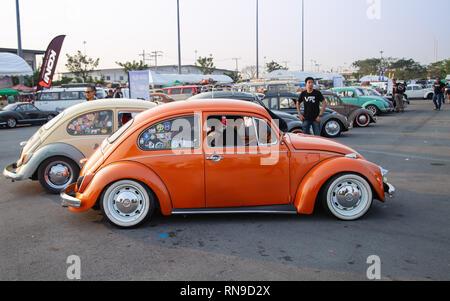 Bangkok, Tailandia - Febrero 9, 2019: Volkswagen Beetle Vintage espectáculo en Volkswagen club meeting festival en Siam VW