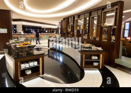 Emiratos Árabes Unidos Abu Dhabi Aeropuerto, Terminal 3, Clase Business Lounge, Comida Buffet