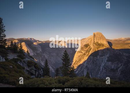 California, Estados Unidos, el Parque Nacional de Yosemite, glaciar Punto Foto de stock