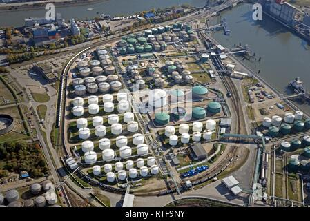 Vista aérea, Tank Farm Vopak, almacenamiento de hidrocarburos, gas y productos químicos, el puerto de Hamburgo, Hamburgo, Alemania.
