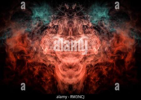 Impresión de fantasía para ropa: camisetas, sudaderas. Colorido humo azul y rojo en forma de un cráneo, monstruo dragón negro sobre un fondo aislados.