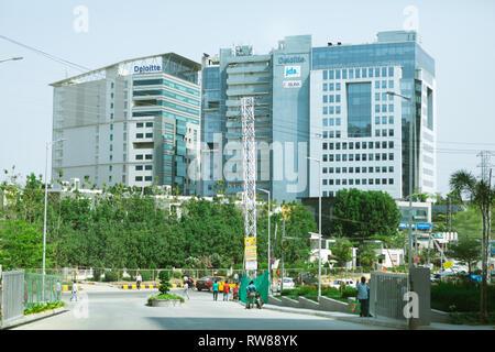 Meenakshi Tech Park es el vanguardista edificio alberga las principales empresas de software,xlinx delotte,jda en Hyderabad, India Foto de stock