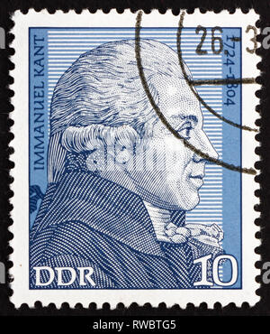 Rda - circa 1974: un sello impreso en RDA muestra Immanuel Kant, filósofo, circa 1974