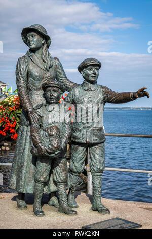Estatua de Annie Moore, los primeros inmigrantes irlandeses a los Estados Unidos de América; Cobh, condado de Cork, Irlanda