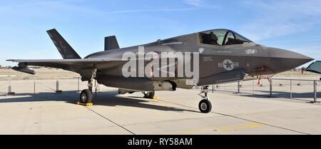 Un Marine Corps B F-35 Joint Strike Fighter (Lightning II). Este F-35 STOVL pertenece a VMFA-211, asignada a la U.S.S. Essex.
