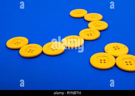 Botones amarillos en semicírculo sobre fondo azul.