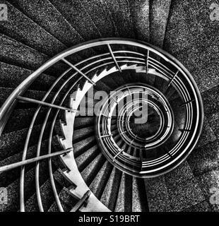 Escalera de caracol en Sätra, Suecia. Foto de stock