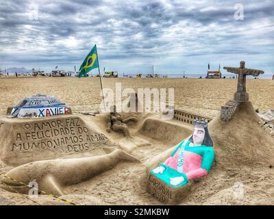 Esculturas de arena en la playa de Copacabana, Río de Janeiro, Brasil.