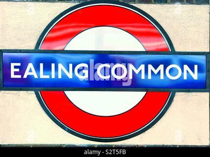 Ealing Common London Underground vintage roundel cartel con el nombre de estación.
