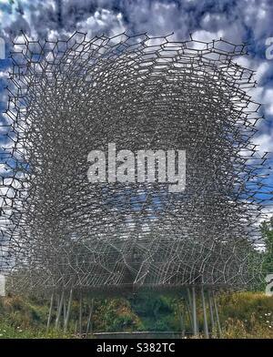 Bee Hive aluminio y LED estructura de luz en los Jardines Botánicos reales de Kew diseñado por Wolfgang Buttress Foto de stock