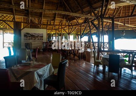 El interior del cráter Safari Lodge Ubicado cerca al Parque Nacional del Bosque de Kibale en Uganda sudoccidental, África Oriental