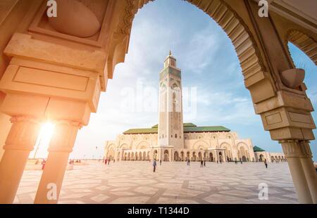 Casablanca, Marruecos - La Mezquita de Hassan II en el día. La mezquita más grande de Marruecos y uno de los más bellos de África.