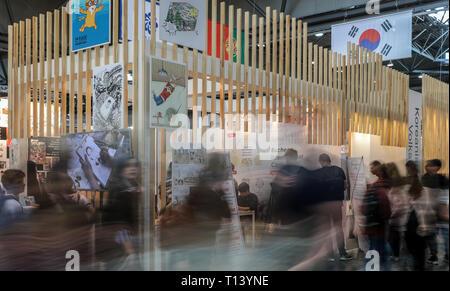 Leipzig, Alemania. 23 Mar, 2019. Los visitantes de la Feria del Libro de Leipzig visitar el stand de Corea. La Feria del Libro seguirá hasta el 24.03.2019. (Disparo con la larga exposición) Credit: Jan Woitas/dpa-Zentralbild/dpa/Alamy Live News