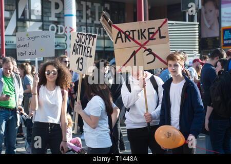 Viena, Austria. 23.März.2019. Ue sigue día de protesta contra un proyecto de reforma del copyright y cargar el filtro: demostración de su Internet 'Save'. Crédito: Franz Perc / Alamy Live News