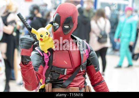 Birmingham, Reino Unido. Sábado 23 de marzo de 2019. Como Cosplayer Deadpool carácter en el 1er día del Comic Con MCM en el NEC Birmingham , © Jason Richardson / Alamy Live News