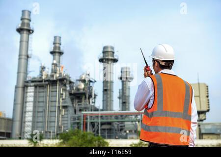 Los ingenieros que trabajan en las centrales eléctricas