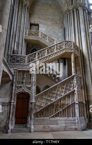 Escalier de la librairie, libreros' escalera en la Catedral de Notre Dame de Rouen, Seine-Maritime, Francia.