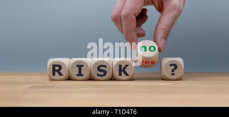 Asumiendo un riesgo? La mano se convierte un dados y cambia la palabra 'sí' a 'no'.