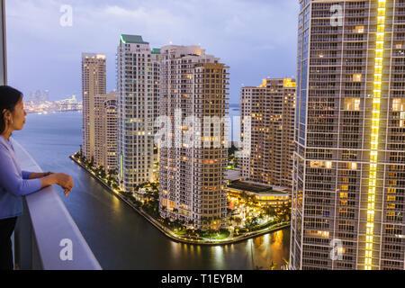 Miami Florida, Brickell Key, vista desde Epic, hoteles, edificios, horizonte de la ciudad, condominios, rascacielos, edificios altos rascacielos rascacielos