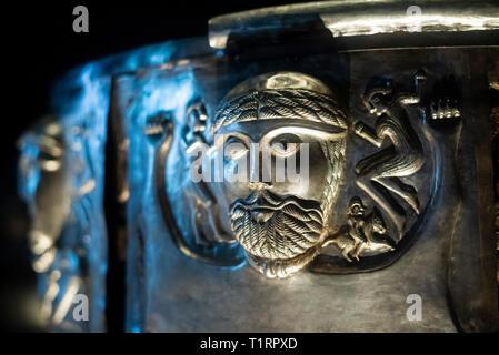 Copenhague. Dinamarca. El caldero de Gundestrup, ricamente decorado Silver Bowl, el Museo Nacional de Dinamarca. Detalle de la placa exterior c. La Gundestrup c