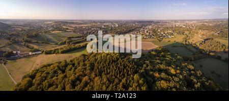 Panorama aéreo de prados y forrests junto al oeste de la ciudad alemana de Aquisgrán, en la región de Eifel