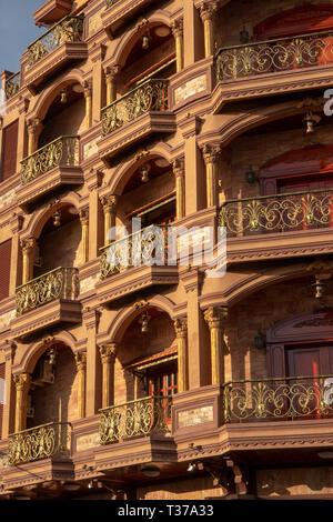 Camboya, Kampong (Kompong Cham), del centro de la ciudad, ornamentado edificio construido en estilo colonial
