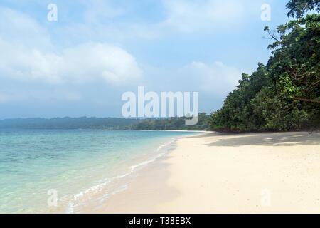 Havelock Island es un paraíso natural pintoresco con bellas playas de arena blanca. Es una de las islas pobladas en el Andaman Grupos. Foto de stock
