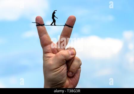 Equilibrista entre los dedos