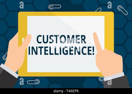 Escritura a mano Conceptual Mostrando la inteligencia de clientes. Concepto Significado proceso de análisis de información sobre los clientes mano sujetando apuntando Touc