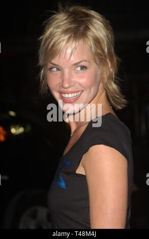LOS ANGELES, CA. Octubre 15, 2003: La actriz Ashley Scott en el estreno mundial, en Hollywood, de la Matanza de Texas.