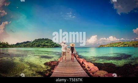 Un estilo de vida activo, vacaciones de verano y viajes en Asia concepto. Joven pareja feliz disfrutar de luna de miel, vacaciones en la playa tropical